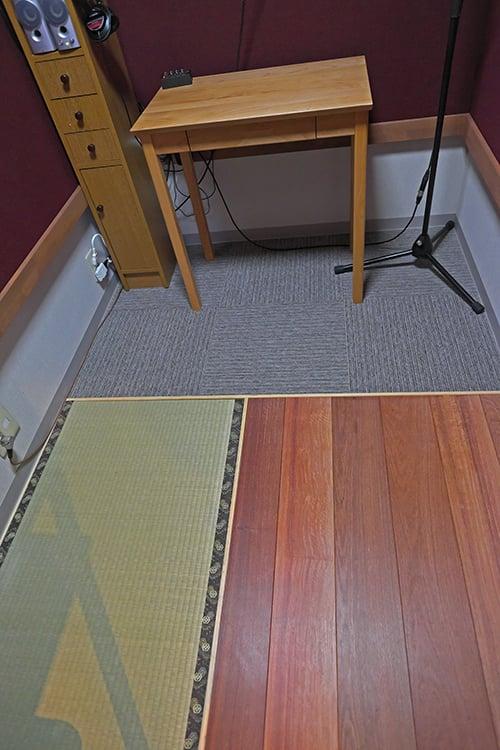 ブースの床