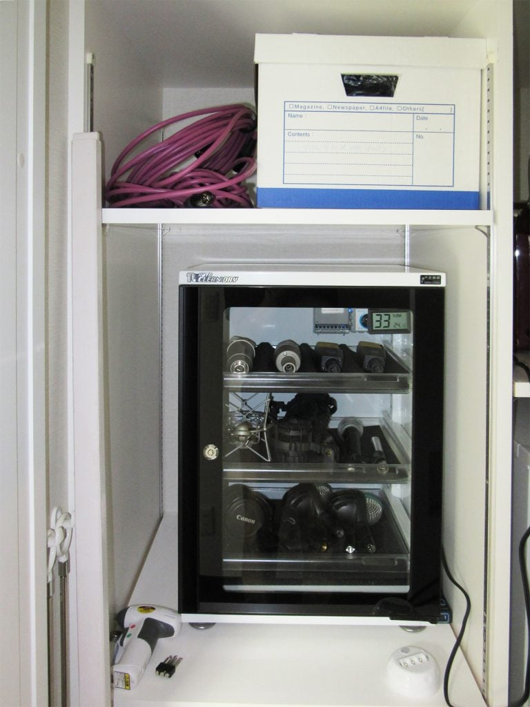 コンデンサマイクとダイナミックマイクの収納棚