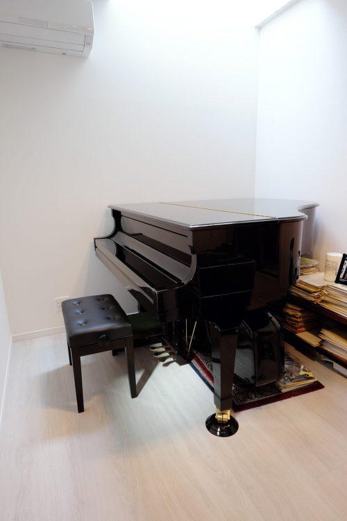 防音室のピアノ